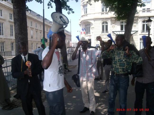 Les Mauritaniens manifestent devant  l'Assemblée Nationale Française le mercredi 10 juillet à Paris (Photos)