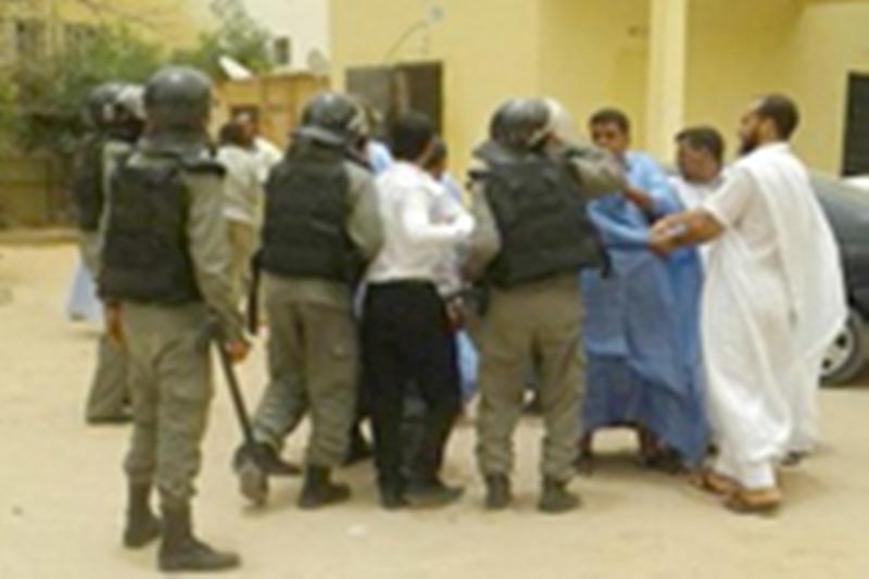 La police tabasse les sénateurs