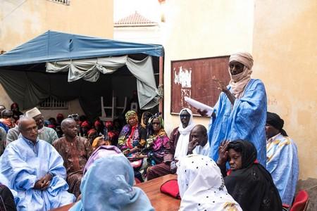 Rassemblement organisé par le Collectif des veuves et par le Collectif des Orphelins des Victimes Civiles et Militaires 86-91 (COVICIM) à l'occasion de la Journée de commémoration des événements de 1989/1990. Nouakchott, novembre 2016. © 2016 Tiphaine Gosse