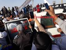 Marche anti-haine : un ministre parmi les blessés après la chute de la tribune