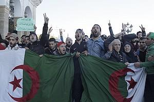"""En Algérie, la presse salue une mobilisation """"historique"""" contre le 5ème mandat de Bouteflika"""