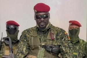 """En Guinée, le chef putschiste Mamady Doumbouya promet un gouvernement """"d'union"""""""